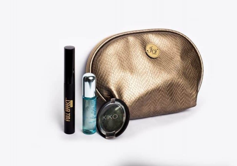 gold-make-up-bag